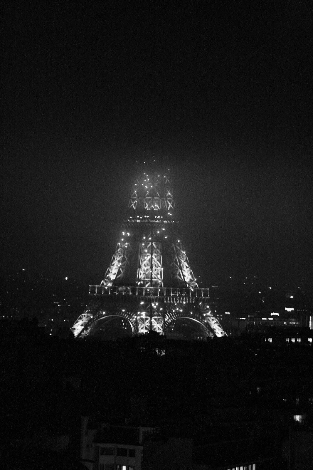Eiffelturm im Nebel by Heidi