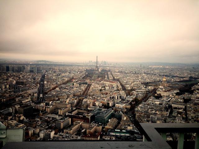 Über den Wolken auf Montparnasse