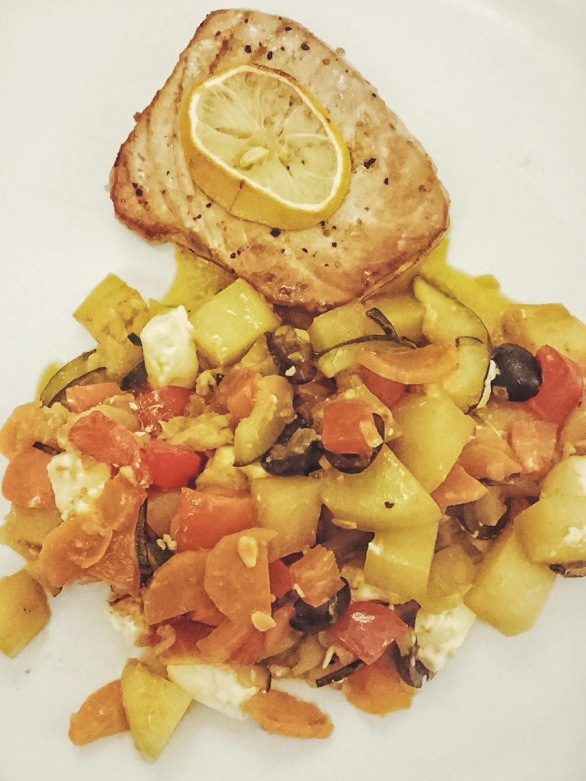Thunfisch-Steak mit Ofengemüse