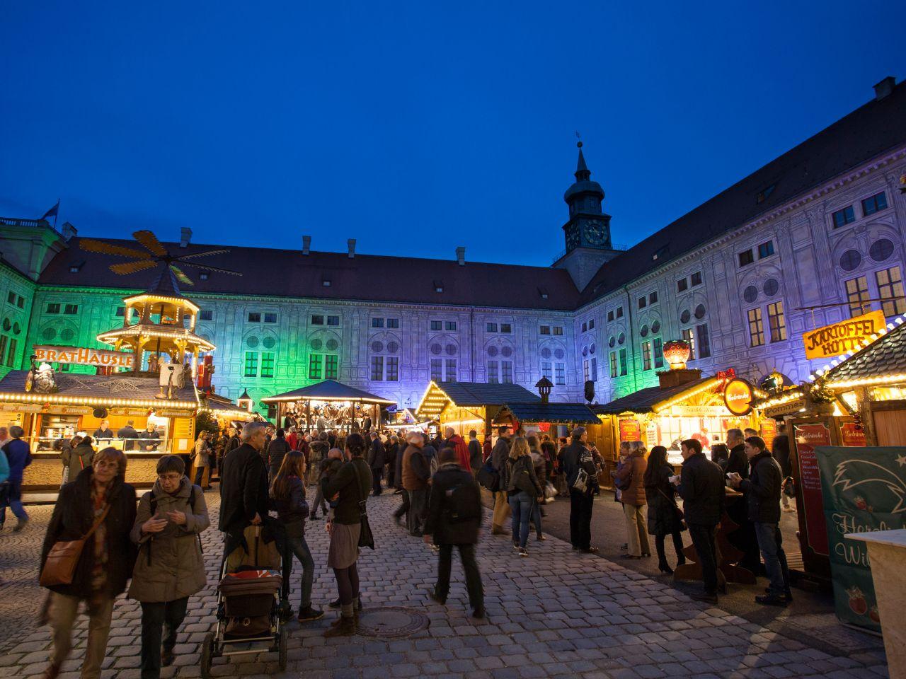 Weihnachtsdorf in der Residenz in München