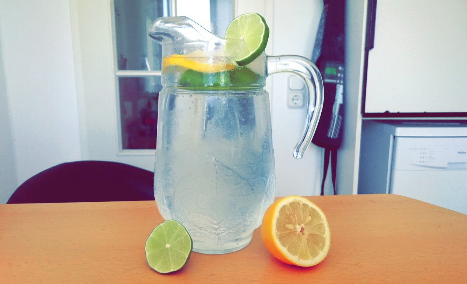 Zitrone-Limette-Wasser