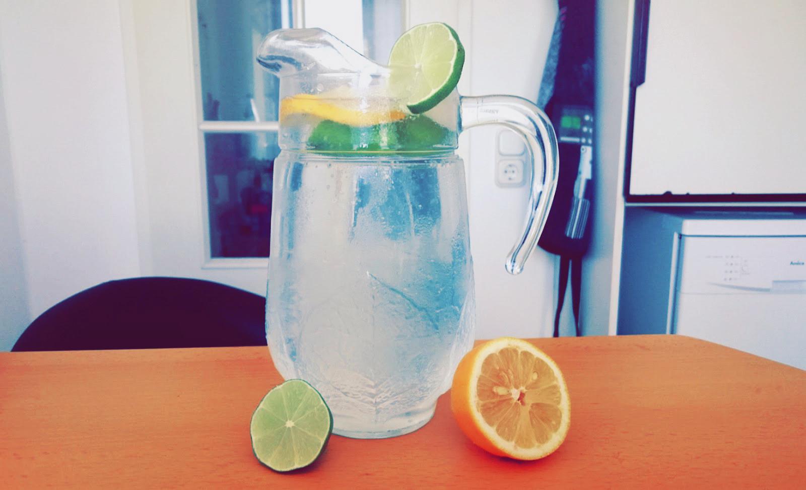 Zitronen-Limetten-Wasser