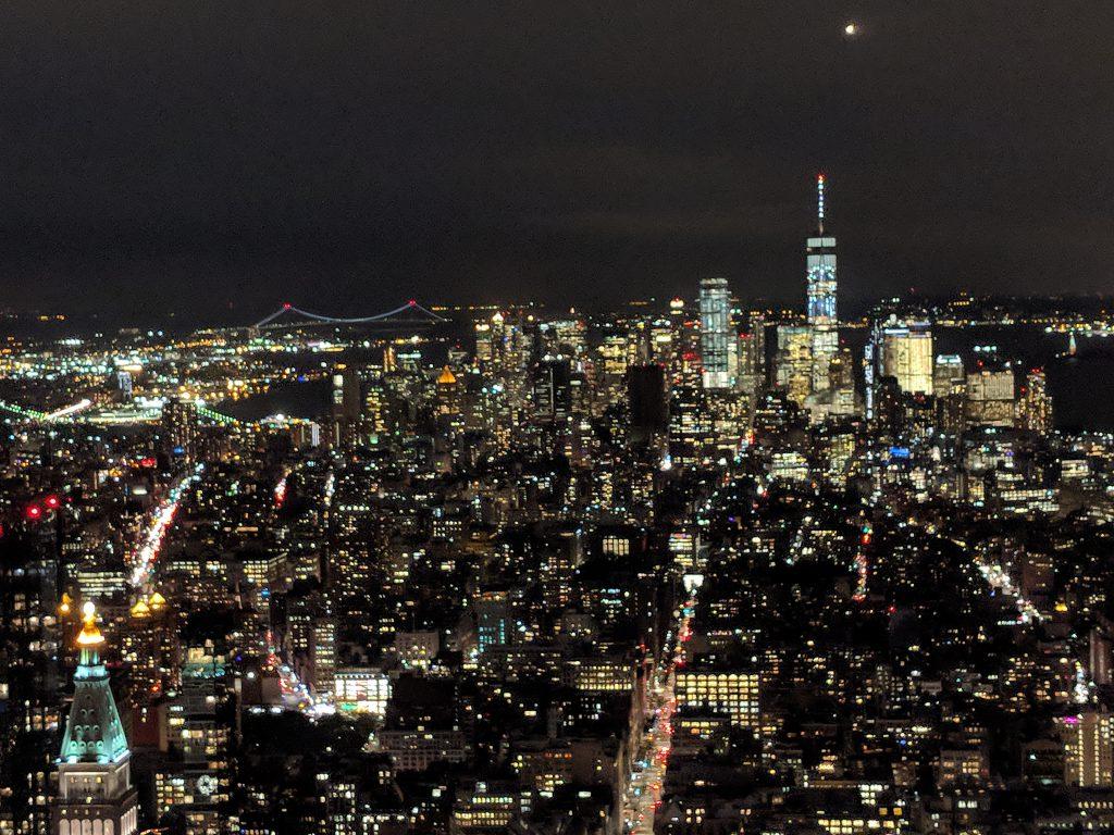 Auf dem Emipre State Building bei Nacht